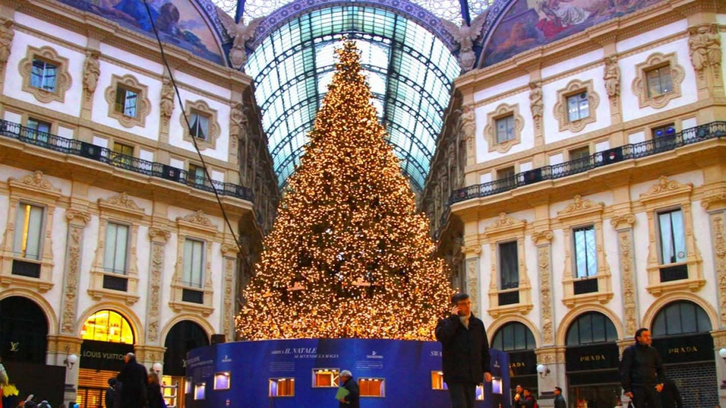 Albero Di Natale Milano.Ilmaestrale Net Magazine Online Territorio Lago Maggiore